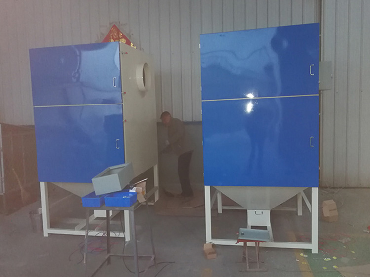 两台滤筒式粉尘处理设备准备打包发货
